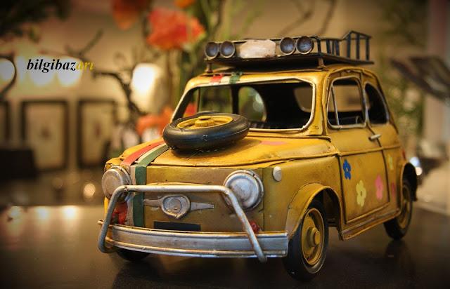 old-classic-car-toy - Kopya